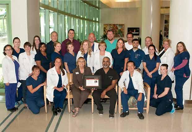 Manatee Memorial es honrado con el premio Mission: Lifeline Gold Achievement Award de la American Heart Association