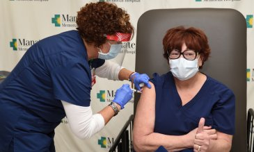 First COVID-19 Vaccine for Frontline Healthcare Workers Administered at Manatee Memorial Hospital