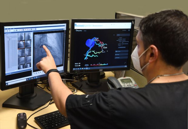 Ahora ofrecemos el análisis HeartFlow® FFRCT, una herramienta de diagnóstico no invasiva para la enfermedad de las arterias coronarias